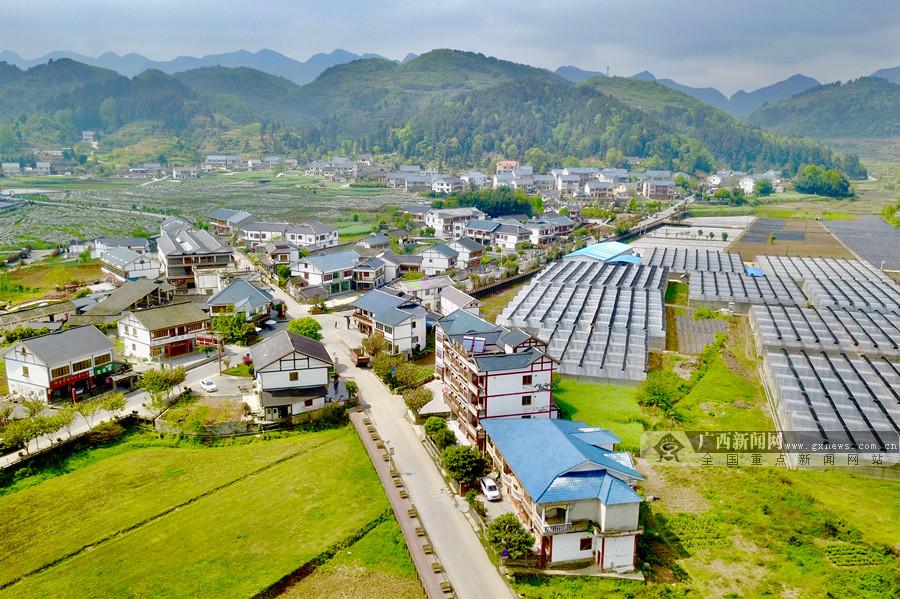 """贵州:创造全国扶贫开发的""""省级样板"""""""