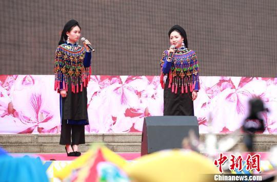 图为《彝族古歌》演唱。 朱柳融 摄