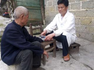 """平果县兰桂星:23年为深山瑶寨村民健康的守护""""天使"""""""