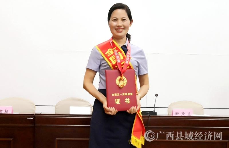 记全国五一劳动奖章获得者、河池市宜州区第一小学校长石秋香