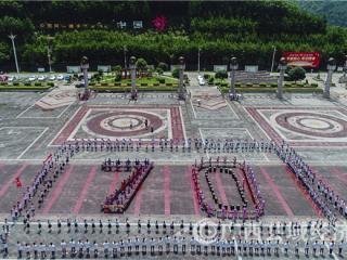 东兰县:敲响70组音乐铜鼓庆祝祖国70华诞