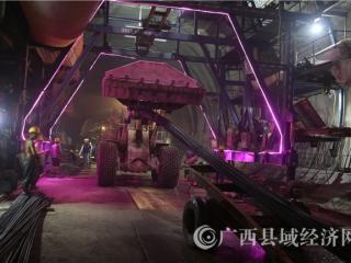 环江县:贵南高铁开通毛南山乡致富路