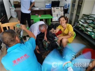 防城区:十万山瑶族乡沙平村木耳种植喜获丰收