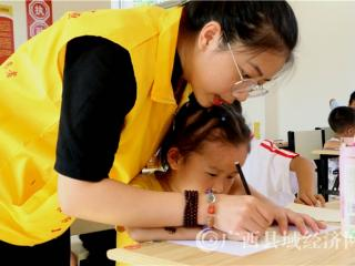宁明:志愿服务到乡间  社会实践作贡献