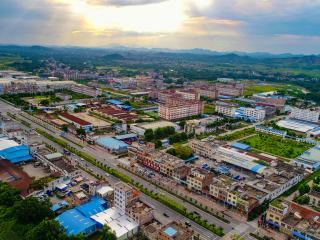 灵山县:提振精神状态  坚定发展信心 努力推动县域经济高质量发展