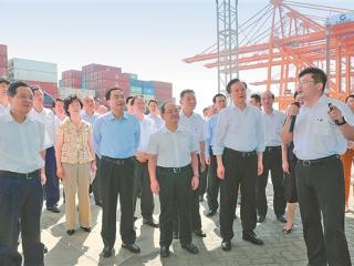 重庆市党政代表团来桂考察并出席共同推动陆海新通道建设座谈会