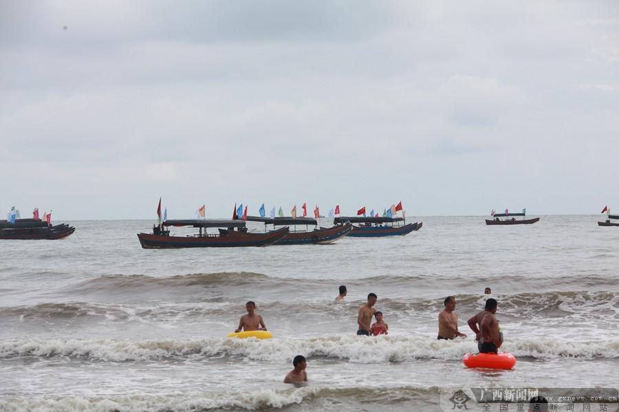 千帆竞发出港 广西沿海三市举行开海仪式