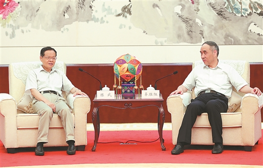 全国政协副主席辜胜阻来桂调研