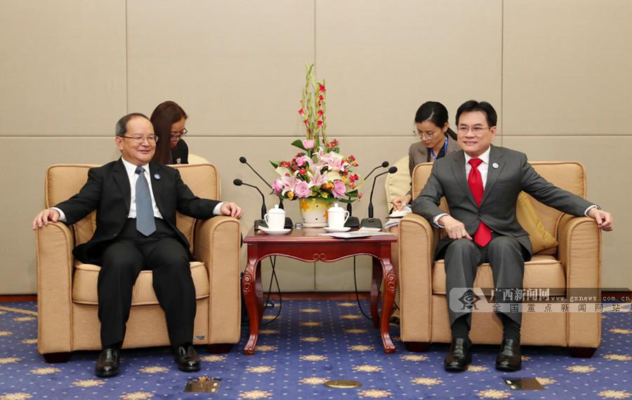 鹿心社会见泰国副总理兼商业部部长朱林