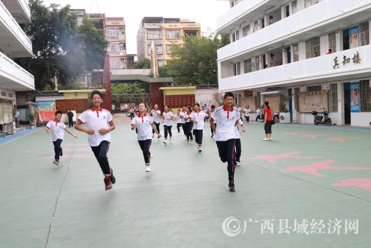 广西宁明县城中镇第一中学开展防空疏散演练活动