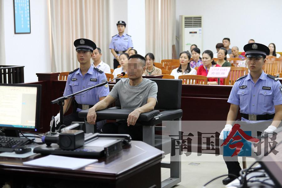 收受110多万元 三江县委原副书记受审哽咽悔罪
