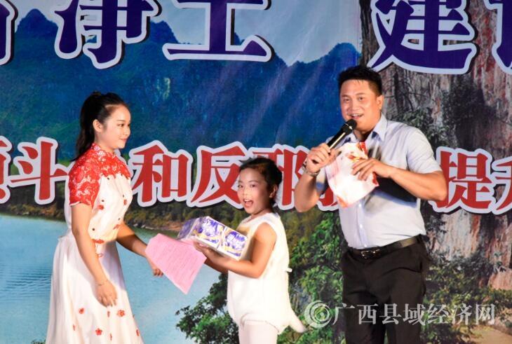 广西宁明县举办扫黑除恶和反邪教主题宣传文艺晚会
