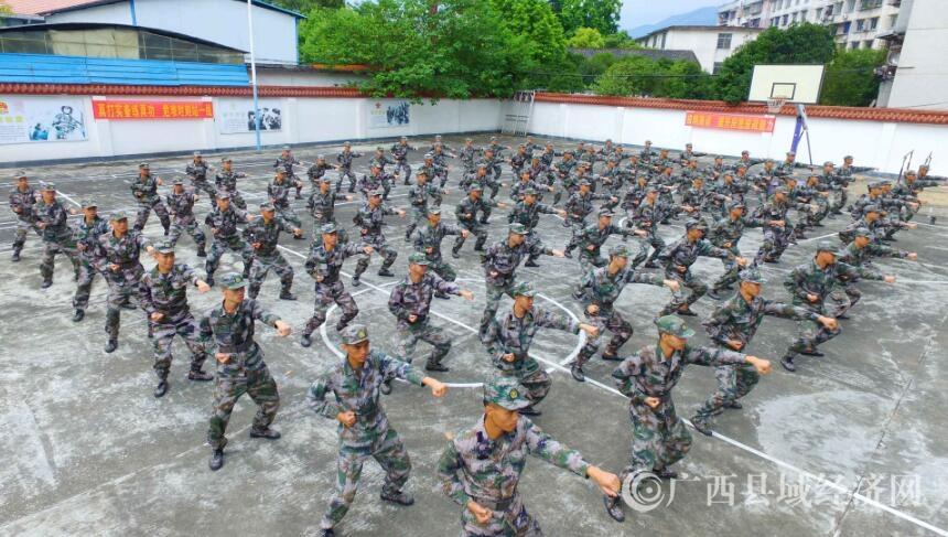 融安:百名青年役前训练提素质