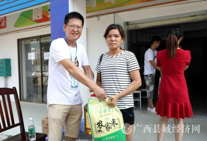 融安县:中秋送礼,吸引就业促脱贫