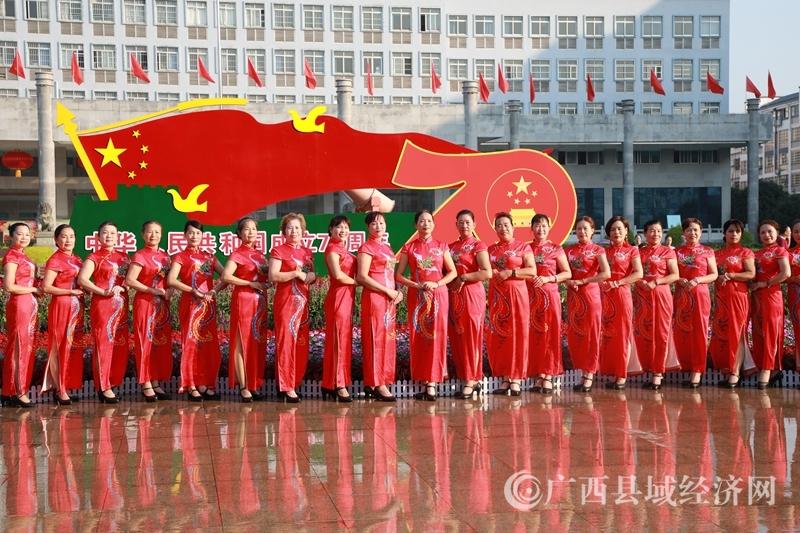 蒙山县:旗袍秀庆祝国庆
