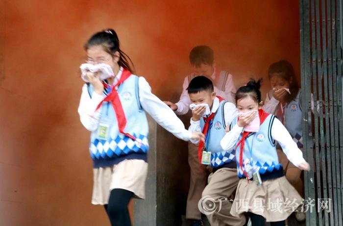融安县:消防疏散演练   筑牢安全防线