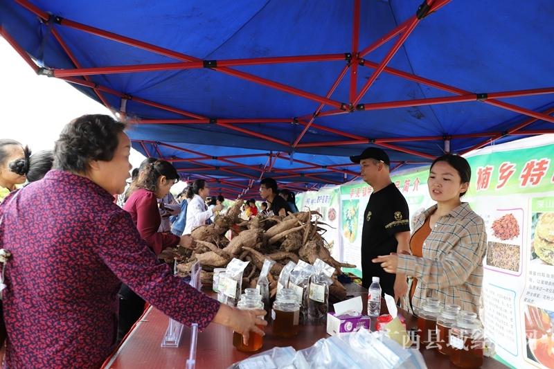 宁明县:举办特色农产品产销对接爱心扶贫销售公益活动