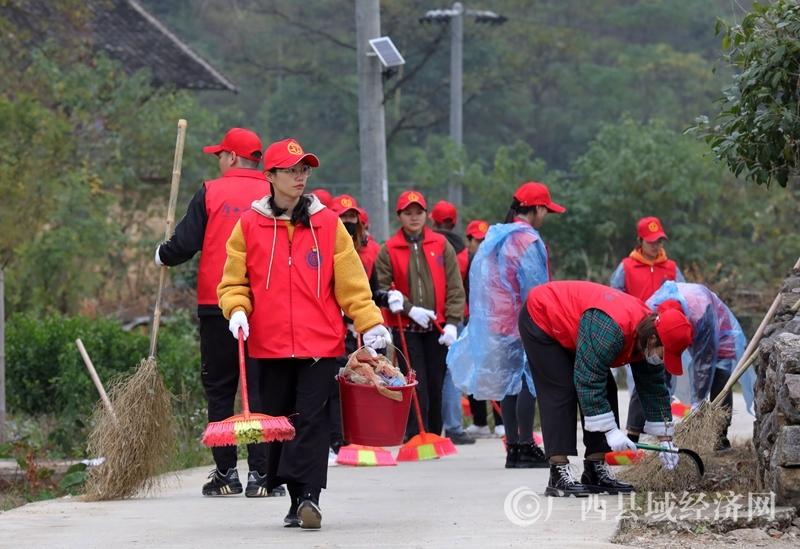 融安县:把党员学习课堂搬到脱贫攻坚实战场