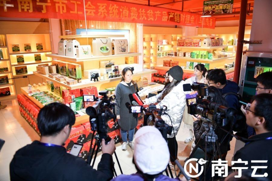 """马山县:""""互联网+电商""""加码农特产品""""土货""""变""""现金"""""""