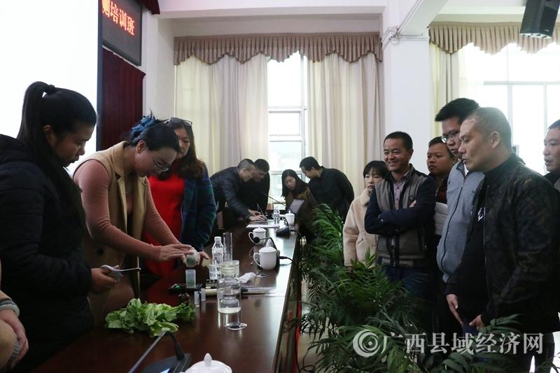 南丹县:58名农产品质量安全监测员集中充电