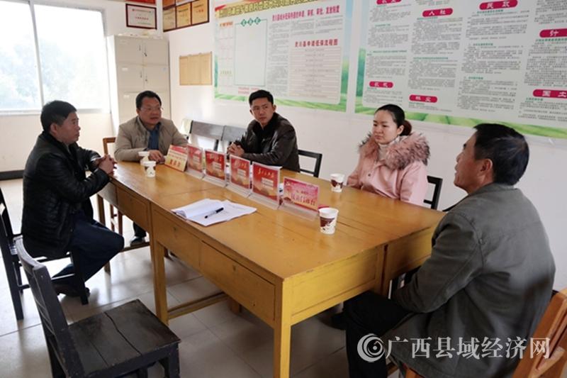 桂林市人社局在灵川县潮田乡调研村级集体经济工作