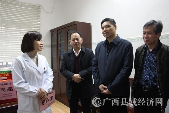 平果县:县领导春节前夕走访慰问卫生健康系统困难老党员及优秀人才