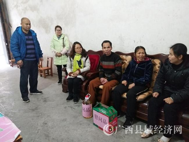 平果县:榜圩镇开展失独家庭春节慰问活动