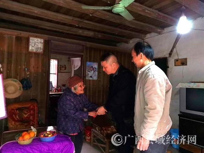 恭城县:开展送温暖活动
