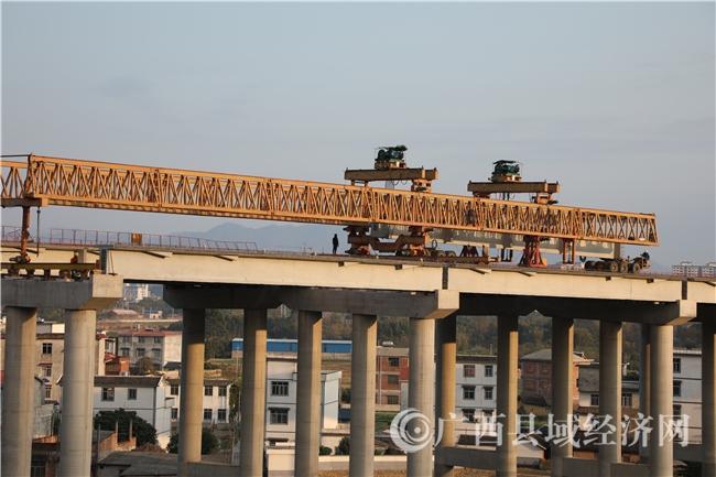 蒙山县:荔玉高速蒙山段北楼大桥加紧施工