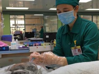 铿锵玫瑰  逆风绽放―― 记梧州市第一批支援湖北医疗队队长陈如均