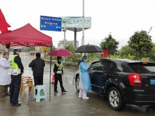 龙圩区:风雨无阻,把好疫情防控关卡