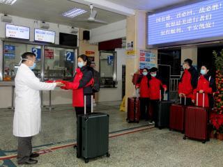 清晨,广西梧州市工人医院第一批援鄂医疗队正式出征!