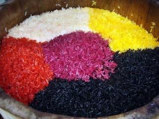 枫叶染的黑糯米饭 天然清香令人回味无穷