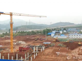 """平桂区:加快推进易地移民搬迁安置点""""补短板""""项目建设"""