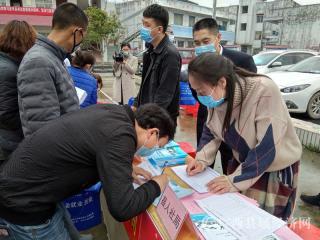 """钟山县:开展""""一对一、点对点"""" 岗位推送服务活动  促进就地就近就业"""
