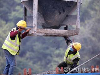 融安县:桂柳高速公路100%复工建设