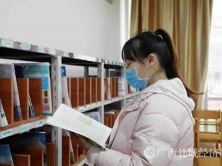 融安县:图书馆迎来恢复开馆后首批读者