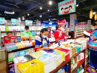 河池:书店内阅读乐