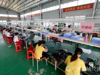 广西融安:粤桂扶贫产业园区企业生产忙