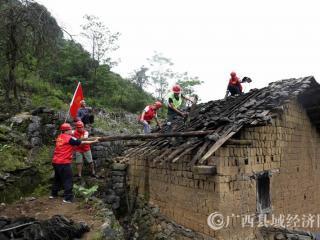融安县:党员助力 危旧房拆除