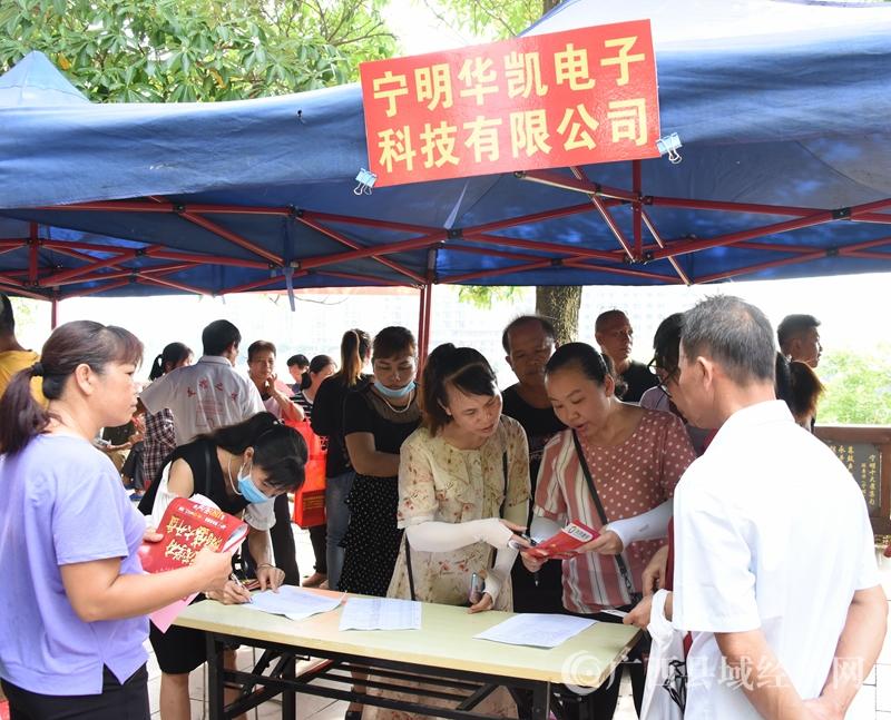 宁明县:举办民营企业招聘月活动助力脱贫攻坚