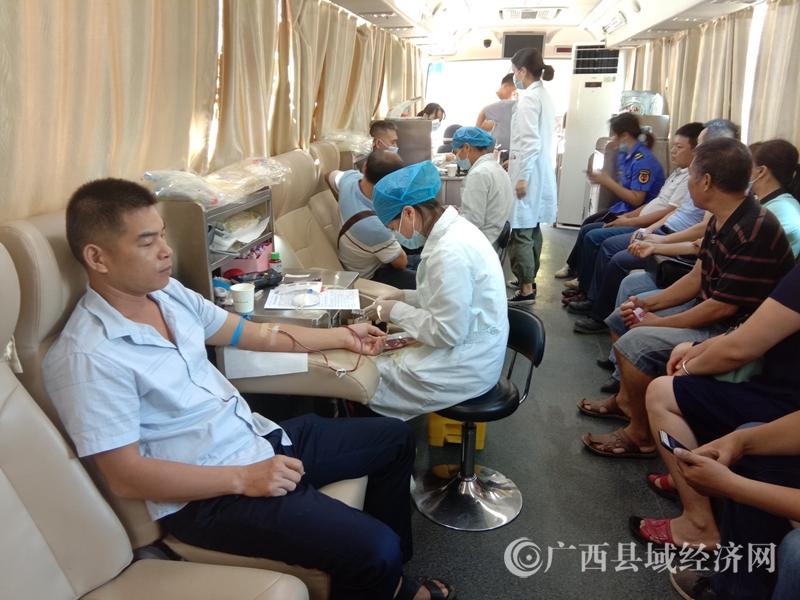 江州区:濑湍镇组织干部职工无偿献血