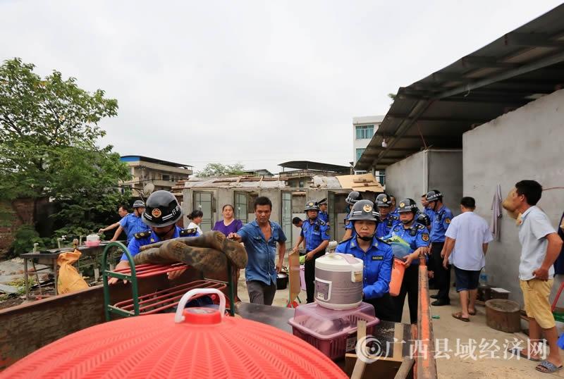融安县:开展拆除违法建筑行动