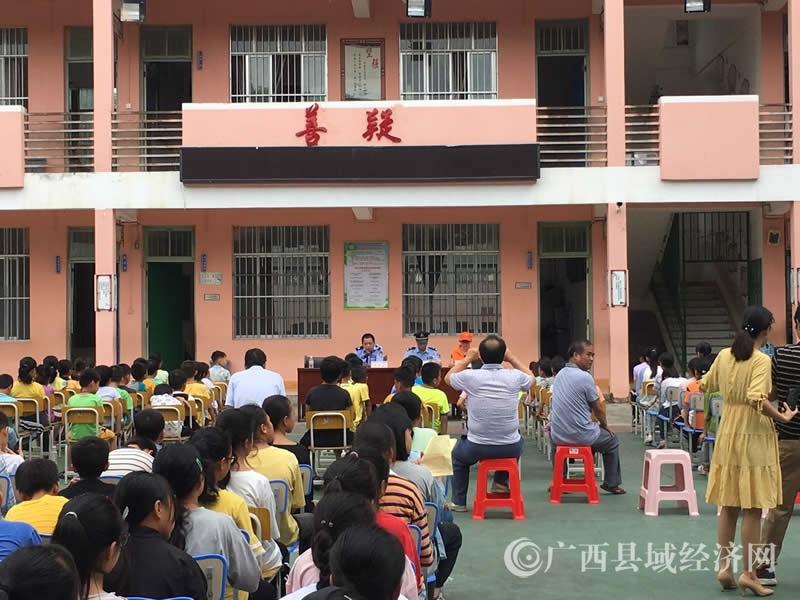 平果市凤梧司法所开展法制进校园宣传活动
