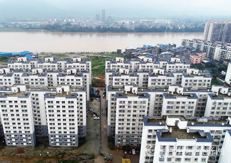 融安县:3290户贫困群众搬迁新居