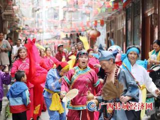广西融安:社区邻里同庆国庆佳节