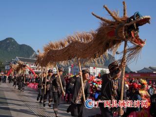 广西罗城:欢庆依饭节