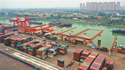 贵港港成为珠江水系首个内河亿吨大港