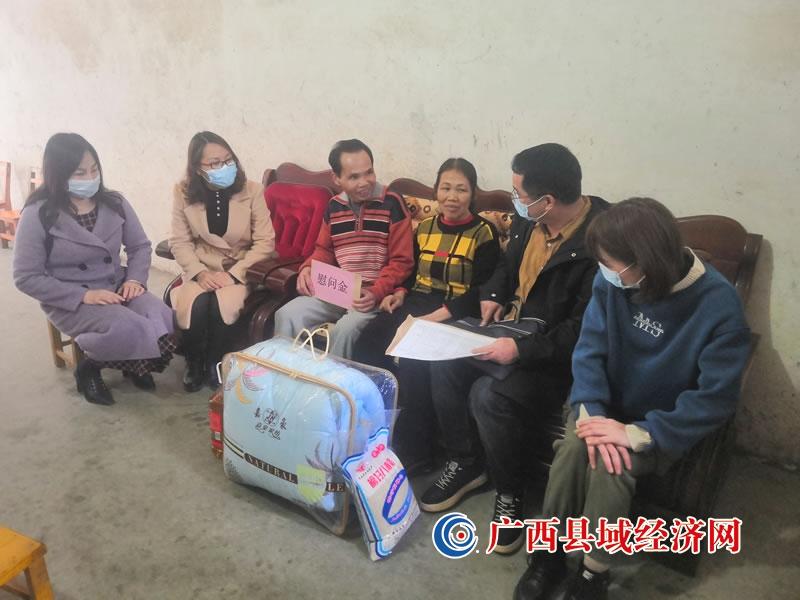 平果市榜圩镇开展失独家庭春节慰问活动