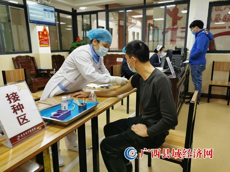 凌云县:稳步推进重点人群新冠疫苗接种工作